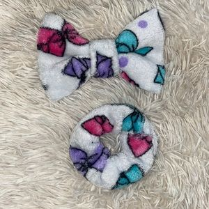 JoJo themed bow & scrunchie set